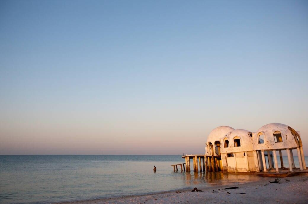 """Als ob Raumschiffe im Meer gelandet wären: die Überreste der sogenannten """"Dome Houses"""" am Cape Romano in Florida"""