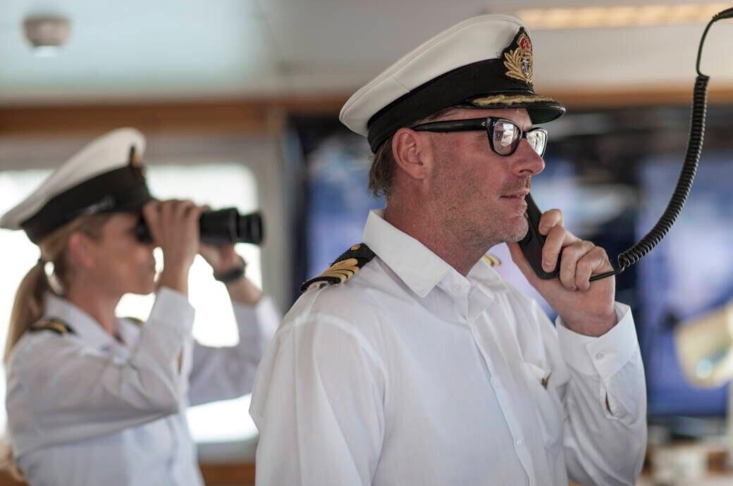 Wüssten Sie, welchen Dienstgrad diese beiden Kreuzfahrt-Mitarbeiter haben?