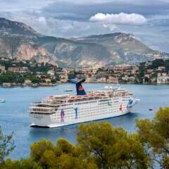 """Die MS """"Holiday"""" im Hafen von Nizza"""