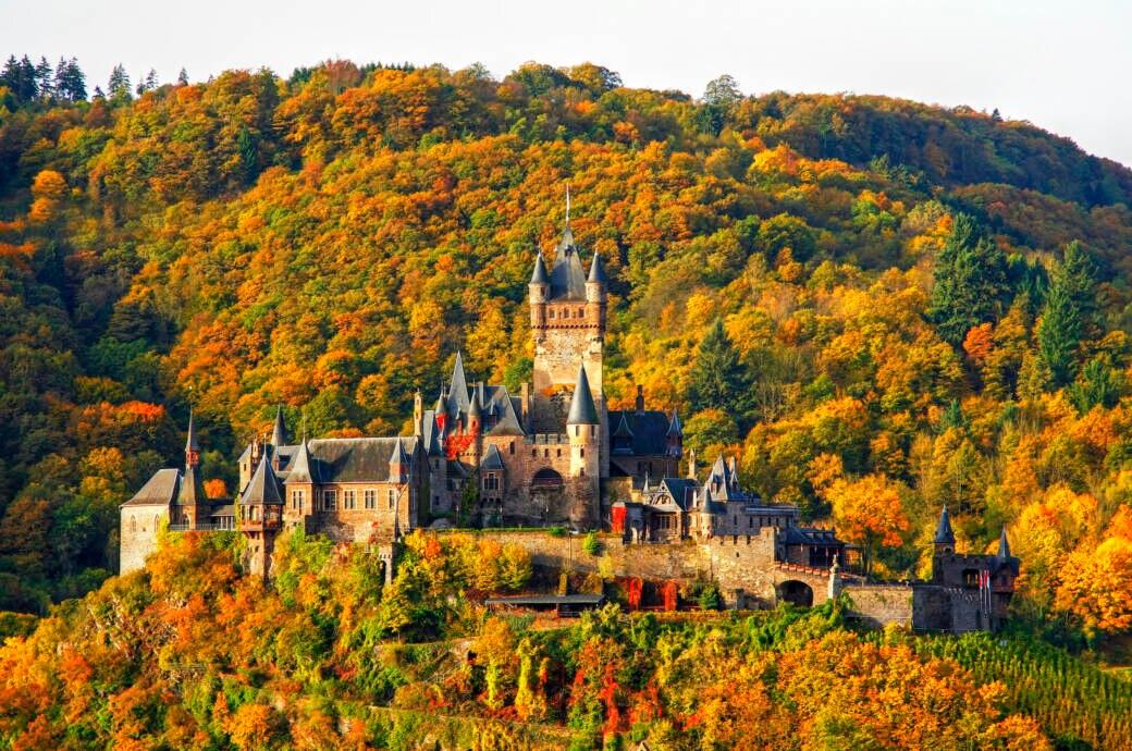 10 bunte Wälder für den Herbst-Spaziergang