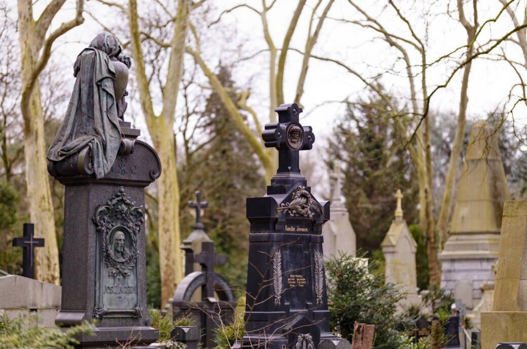 Auf dem Melaten-Friedhof in Köln befinden sich zahlreiche Gräber von Prominenten