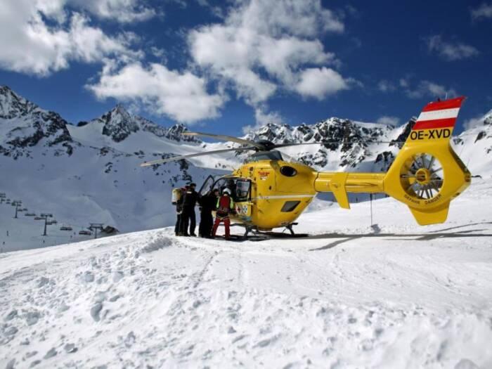 Bergretter im Skigebiet Stubaier Gletscher