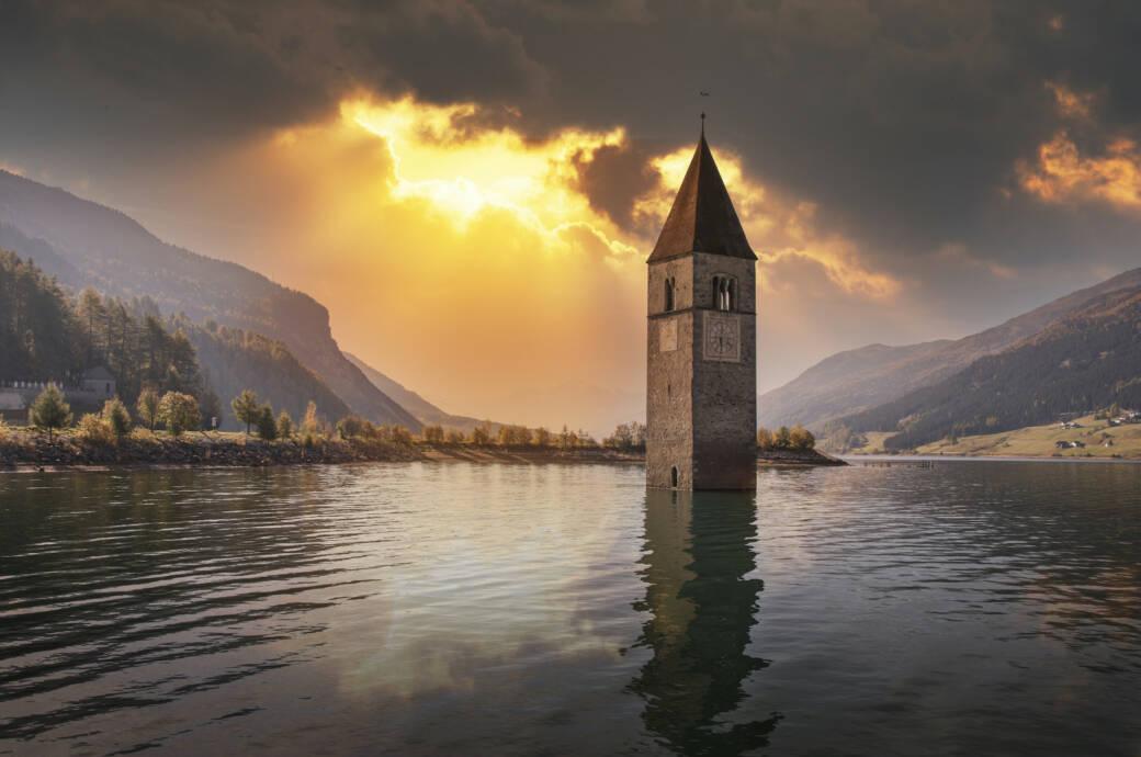 Der Kirchturm im Reschensee ist heute ein beliebtes Foto-Motiv