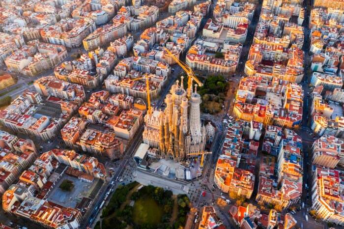 Auf dieser Luftaufnahme sind die Innenhöfe in Barcelona gut zu erkennen