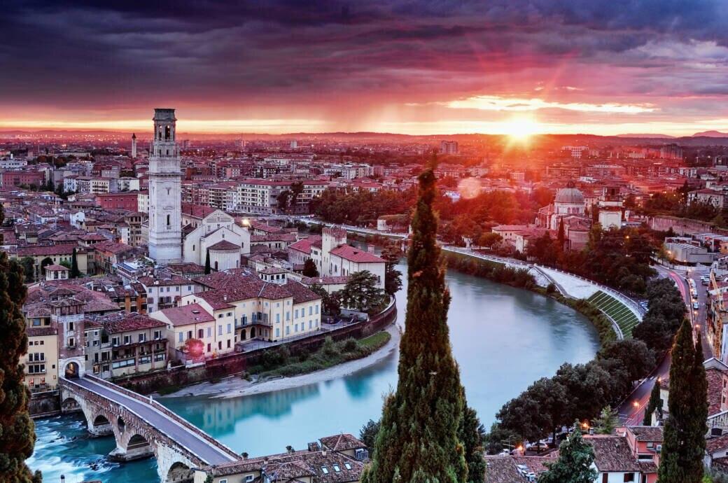 Das beste aus den Regionen Trentino und Venetien: Hier die Ansicht auf das malerische Verona, die Stadt von Romeo und Julia