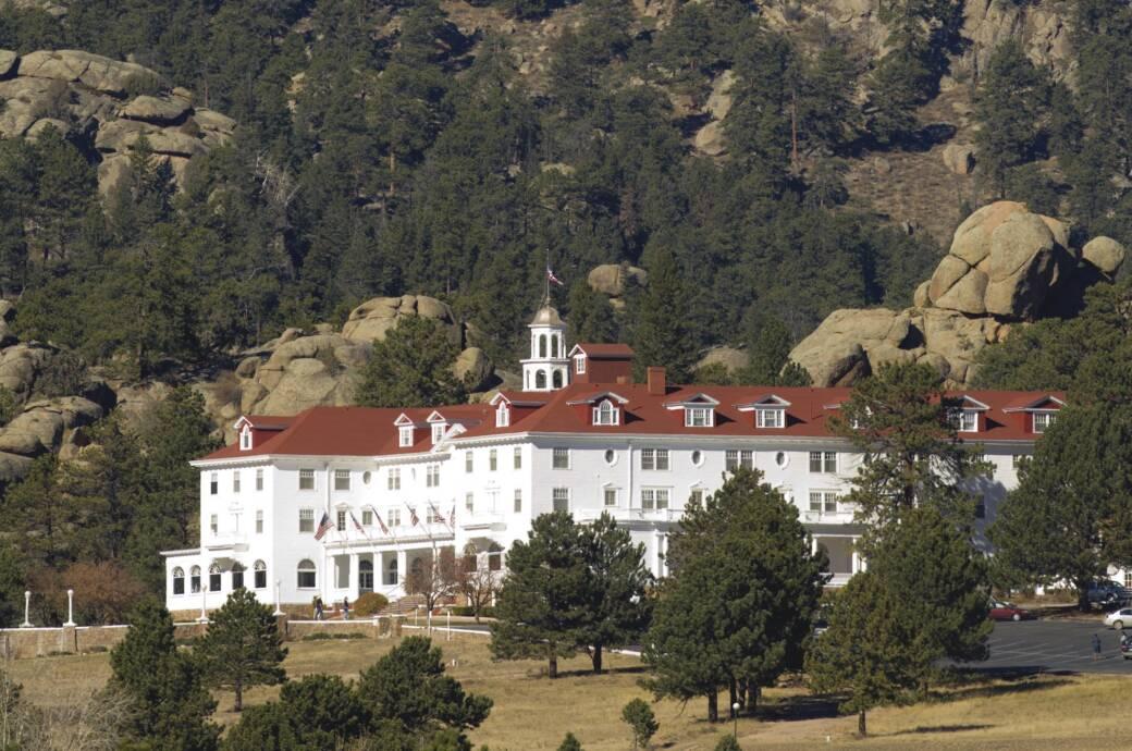 """Das Hotel The Stanley in Estes Park (Colorado). Autor Stephen King soll hier zu seinem Grusel-Roman """"The Shining"""" inspiriert worden sein, der drei Jahre später mit Jack Nicholson als Film in die Kinos kam"""