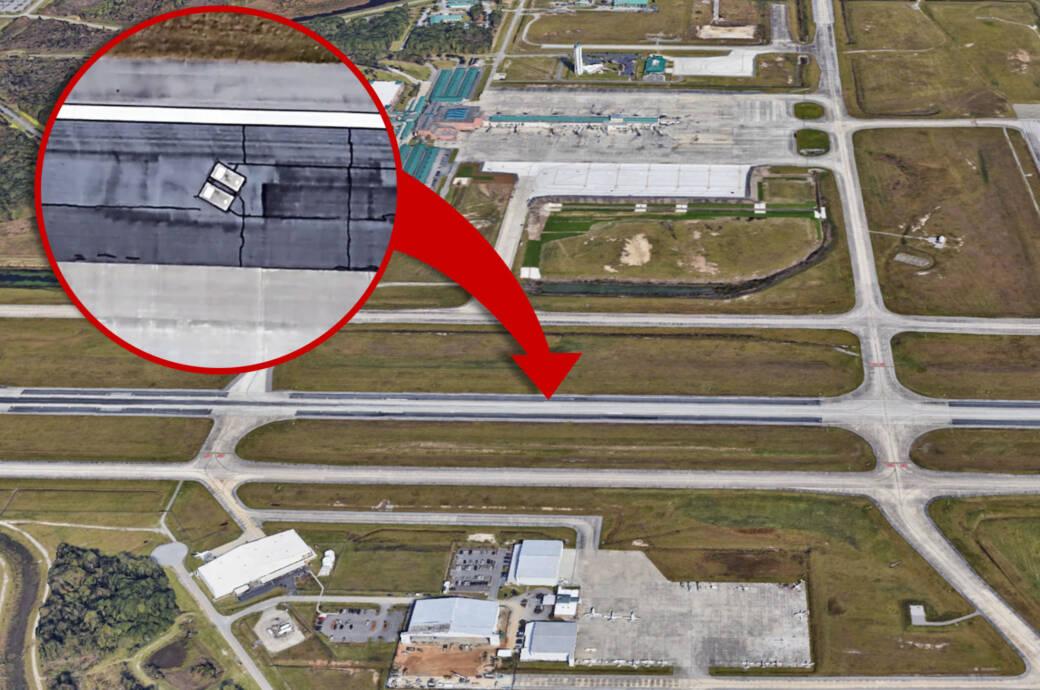 Savannah Airport, Grabsteine