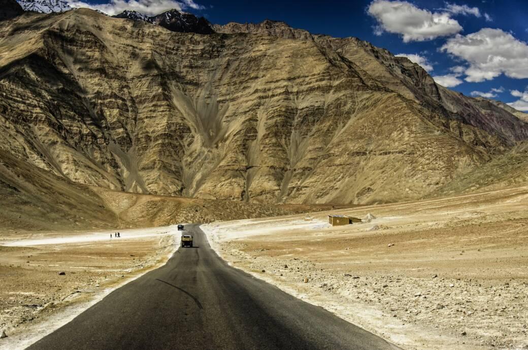 Der Berg in Indien, den Autos von alleine hinauf rollen